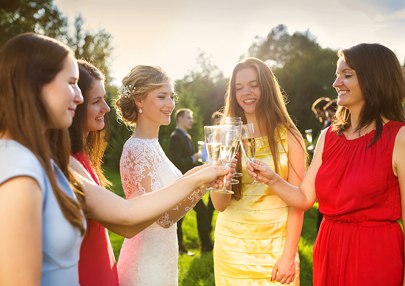 Pros and Cons of Wedding Guest Lists