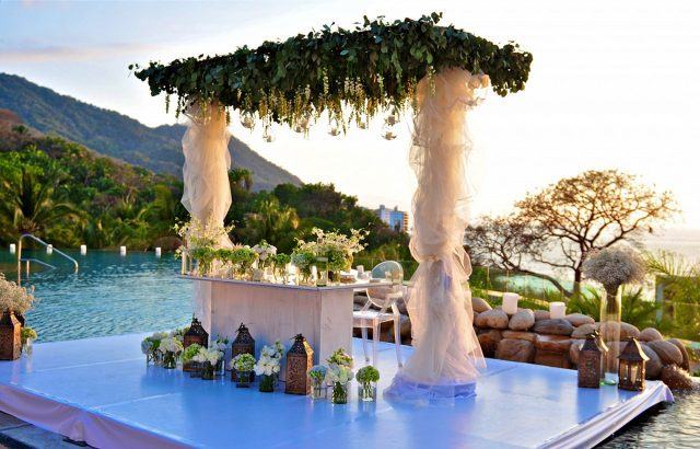 the-red-room-for-weddings-at-garza-blanca-and-hotel-mousai
